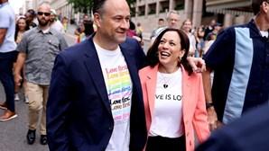 Kamala Harris em marcha pelo orgulho LGBTQ+ em Washington