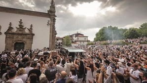 Milhares dizem adeus a Neno numa homenagem emocionada em Guimarães