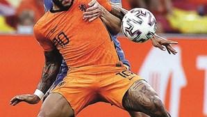 Holanda ganha em 2ª parte de loucos