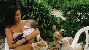 Sara Sampaio de férias em Portugal para matar saudades da família