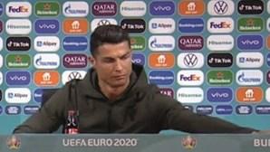 A resposta da Coca-cola à atitude de Ronaldo que levou empresa a perder 4 mil milhões em bolsa