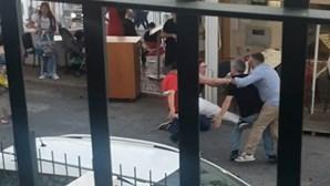 Novas imagens mostram rixa que envolveu mais de 20 pessoas em restaurante de Sesimbra