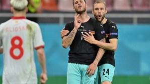 Macedónia do Norte apresenta queixa à UEFA contra avançado austríaco Arnautovic por gesto