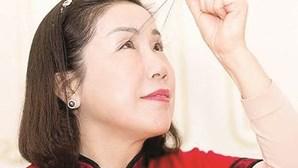Chinesa bate recorde com as pestanas mais compridas do mundo