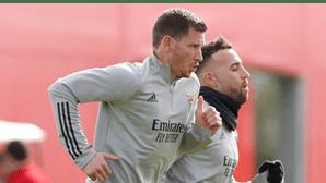 Jorge Jesus quer ter cinco centrais no plantel do Benfica