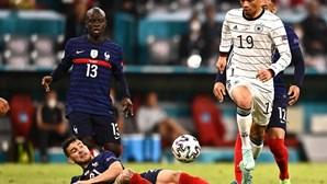 França bate Alemanha com autogolo de Hummels
