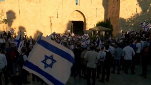 Milhares de ultranacionalistas israelitas desfilaram em Jerusalém Oriental