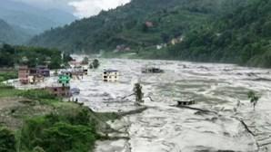 Pelo menos sete pessoas desaparecidas em cheias no Nepal