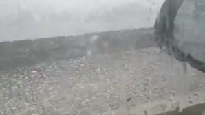 Chuva e granizo inundam casas e levam ao corte de estrada em Montalegre