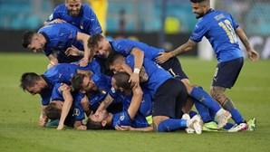 Itália bate Suíça e é a primeira apurada para os oitavos de final