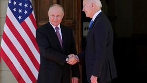 """Encontro entre Biden e Putin em Genebra """"construtivo e sem hostilidades"""""""