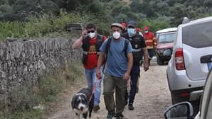 Pai de Noah e cadela da família juntam-se às buscas em Proença-a-Velha. Veja as imagens