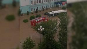 Crimeia atingida por fortes chuvas e cheias