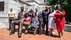 Estátua de George Floyd inaugurada em Nova Jersey pesa mais de 300 quilos