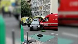 Quatro feridos em colisão entre ambulância e carro em Lisboa