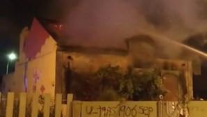 Incêndio deflagra em casa abandonada na Amadora