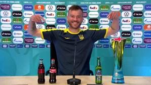 """""""Coca-Cola e Heineken, por favor, contactem-me"""": jogador ucraniano brinca com situação dos patrocinadores do Euro 2020"""