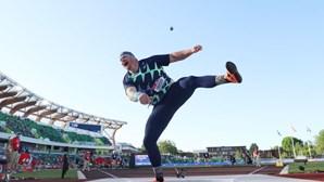 Atual campeão olímpico do lançamento do peso bate recorde mundial que tinha 31 anos