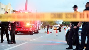 Condutor mata participante de desfile LGBT ao tentar atingir carrinha de deputada democrata