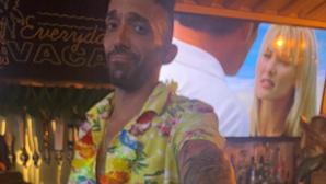 Empregado de bar salva duas mulheres de assédio com mensagem oculta em fatura