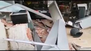 Continua em fuga condutor que destruiu loja do posto de abastecimento em Lisboa
