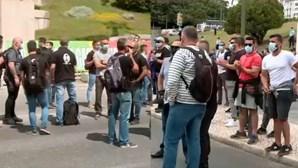 Centenas de Forças de segurança protestam em frente à Assembleia da República