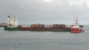 Deslizamento de carga de navio mercante encerrou barra da Figueira da Foz