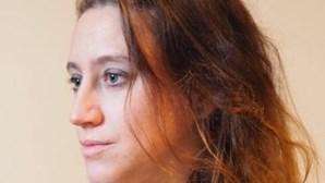 Valérie julgada por matar o marido [ex-padrasto] que a violou, agrediu e prostituiu ao longo da vida