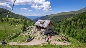 Câmara apanha casal a ter sexo em montanha, a mais de 1900 metros de altura