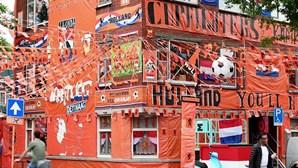 Rua de Haia forrada a laranja para apoiar seleção dos Países Baixos no Euro2020