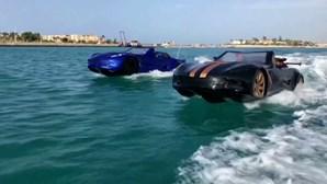 Conduzir um carro dentro de água? Um grupo de amigos tornou esse desejo possível