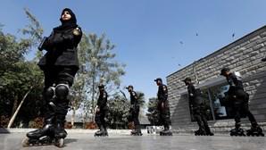 Pôr o terrorismo em linha… literalmente: Polícia no Paquistão combate o crime e a desigualdade em patins