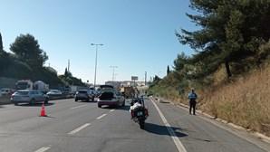 Homem morre ao ser projetado de carro em despiste na CRIL, no acesso ao Túnel do Grilo, em Lisboa