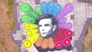 Agência britânica de espionagem homenageia matemático Alan Turing com obra de arte