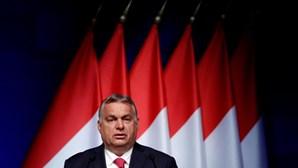 """Primeiro-ministro da Hungria classifica críticos da lei sobre homossexualidade como """"esclavagistas"""""""