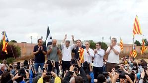 Líderes separatistas da Catalunha indultados deixam prisão