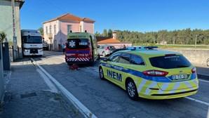Dois feridos em colisão entre carro e camião em Ovar