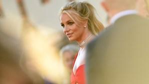 """Britney Spears pede fim da tutela """"abusiva"""" do pai que a controla há mais de 10 anos"""