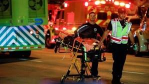 Jovem de 12 anos resgatado dos escombros após desabamento de prédio em Miami. Há um morto e vários desaparecidos