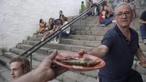 Balões no ar e máscara na cara: São João 'discreto' saiu às ruas do Porto