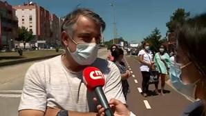 Centenas de utentes esperam para ser vacinados contra a Covid-19 em Mem Martins