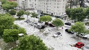 Tempestade de granizo causa inundações em França