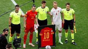 País de Gales presta homenagem a Eriksen