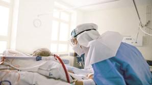 Um em cada três doentes internados com Covid-19 foi vacinado