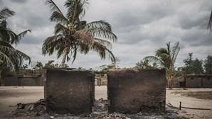 Forças de defesa de Moçambique detêm 150 pessoas em três embarcações suspeitas