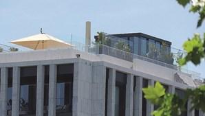 Cristiano Ronaldo está instalado no imóvel localizado na rua Castilho, em Lisboa, e usa o terraço para treinar