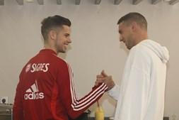 Weigl (à esq.) e Odysseas podem ser transferidos pelo Benfica no próximo mercado