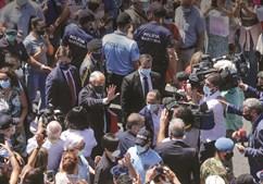 Multidão aproximou-se de Marcelo, sem cumprir o distanciamento social