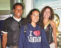 Neno com  a filha, Juliana, e a mulher,  Simone