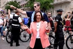 Vice Kamala Harris em marcha pelo orgulho LGBTQ+ em Washington